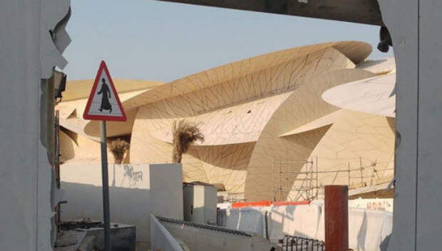 Когда пустыня встречается с морем: инстаграм будоражат новые фотографии необычного музея Катара