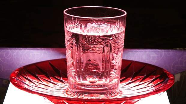 Нет спирта, но есть водка – можно ли дезинфицировать руки? Мнение врача-дерматолога