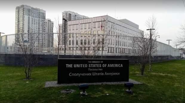 Посольство США в Киеве не разрешило Украине покупать российскую вакцину