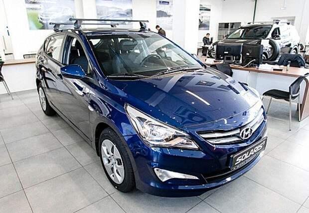 Hyundai Solaris второй месяц подряд опережает Lada Granta по объемам продаж