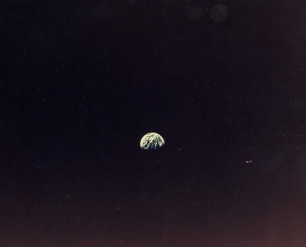 1968, декабрь. Фотография Земли с лунной орбиты. «Аполлон-8»