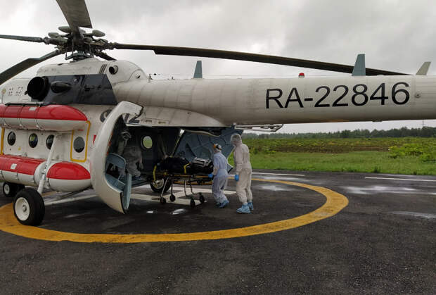 Пациента с двухсторонней вирусной пневмонией доставили в Тверь по воздуху
