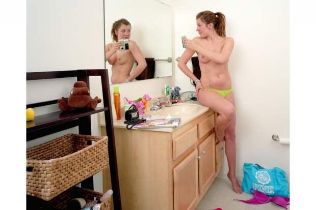 Как выглядят люди, делающие откровенные фотографии для своих вторых половинок