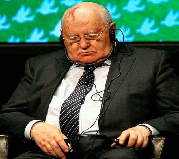 Разваливший СССР оппортунист и предатель Горбачёв, невзирая на преклонный возраст продолжает гадить