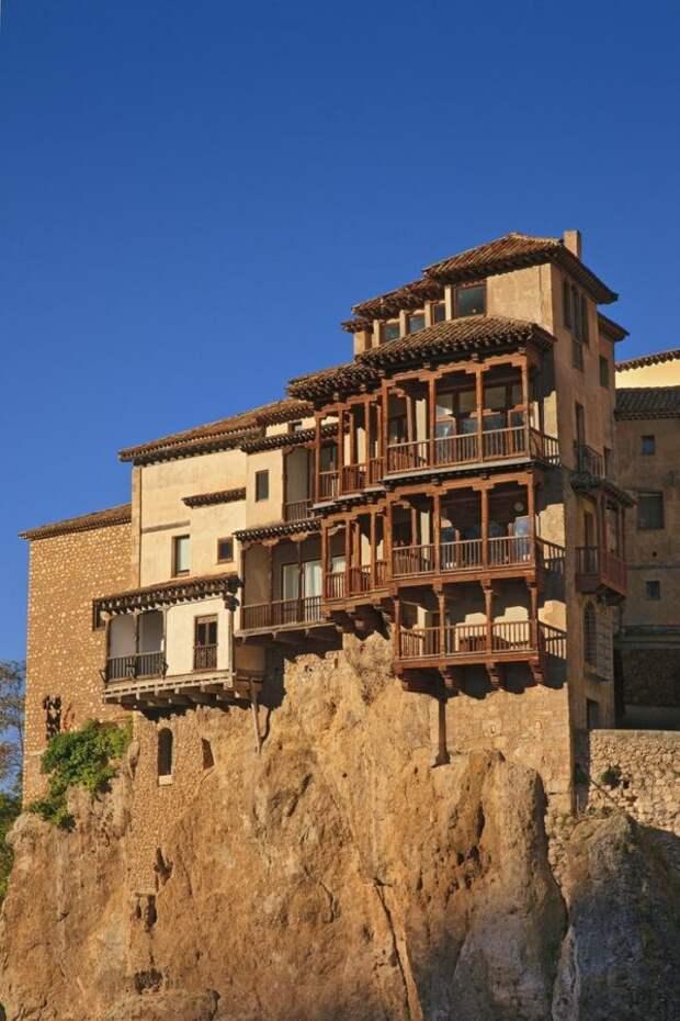 Самые невообразимые горные жилища, от которых захватывает дух