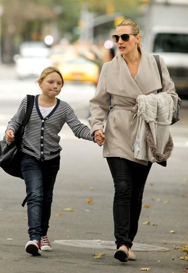 «Они не знают, что мы родственники»: почему Кейт Уинслет скрывала, что ее дочь стала актрисой