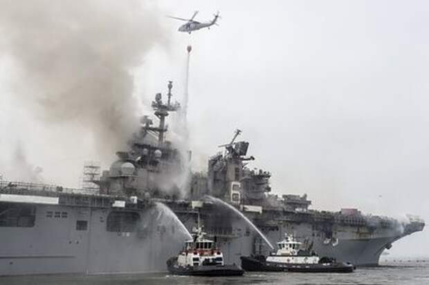 Названа основная версия пожара на горевшем четыре дня военном корабле США