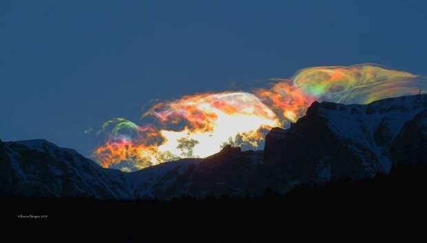 Жители Румынии наблюдали странное сияние в небе