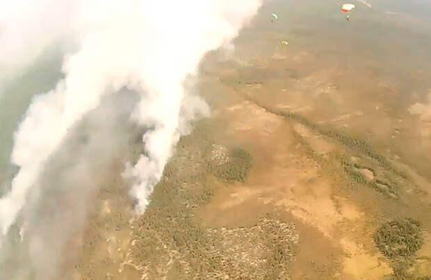 Из-за лесных пожаров 51 населенный пункт в Якутии накрыл оранжевый смог