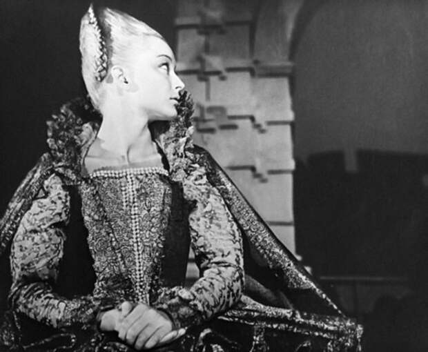 Анастасия Вертинская в образе Офелии.