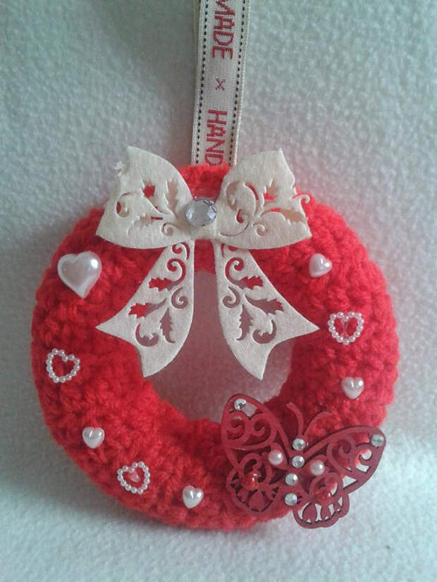 red hanging decorative wreath