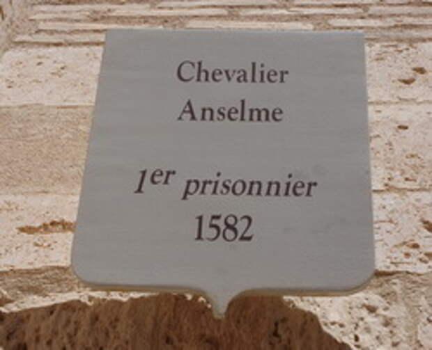 Табличка над камерой первого заключенного замка Иф, шевалье Ансельма