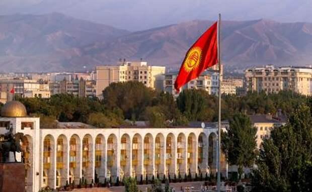 На фото: вид на площадь Ала-Тоо в Бишкеке, Киргизия