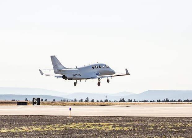 Американцы испытали очень легкий реактивный пассажирский самолет