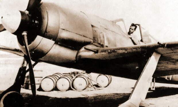 Обер-лейтенант Эрих Рудорффер в кабине своего Fw 190A-4 W.Nr. 0140 748 «Жёлтая 1», январь 1943 года, аэродром Кайруан, Тунис. Верхние поверхности выкрашены в однотонный песочно-коричневый цвет RLM 79 - Рекорды Эриха Рудорффера: от Туниса до Прибалтики | Военно-исторический портал Warspot.ru