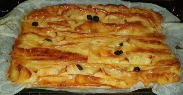 Греческий пирог из теста фило. Нежное лакомство с яблоками и изюмом 4