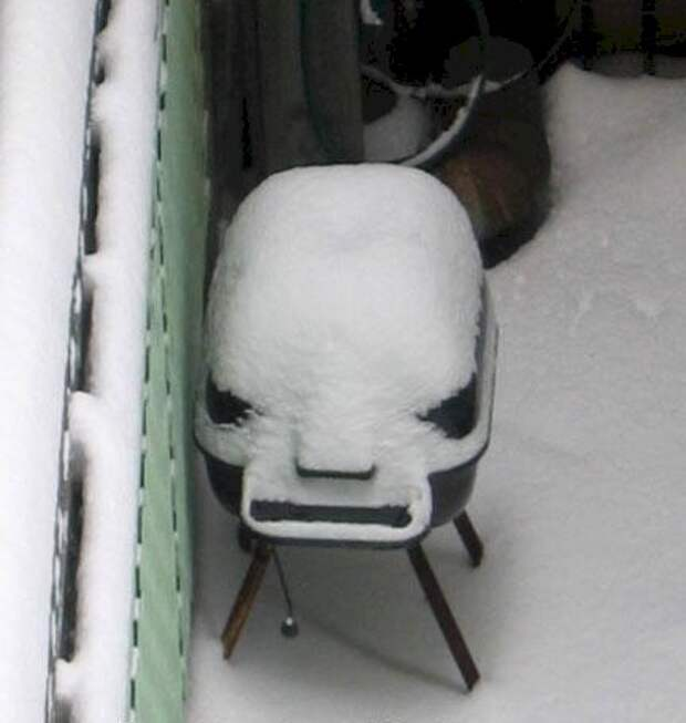 6. Этот маленький злобный мангал очень недоволен тем, что его оставили на улице на всю зиму бытовая техника, ты упоротый что ли, юмор