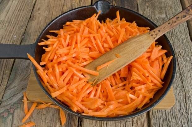 Тушим морковь до мягкости
