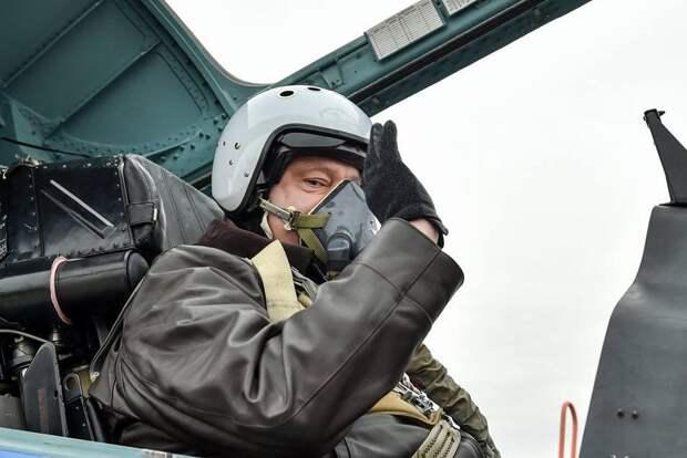 Патриот Порошенко в День защитника Украины полетал в российском истребителе