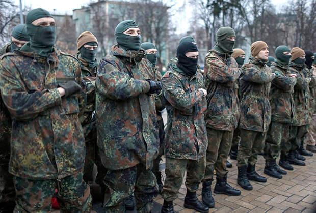Новобранцы батальона «Азов» перед отправкой в зону конфликта