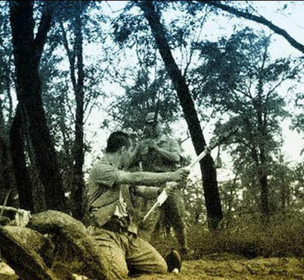 Харакири японского офицера времен Второй мировой войны
