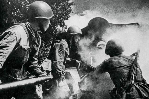 «Надо идти на фронт, а то война без нас кончится»