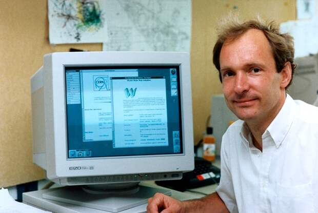Английский ученый Тимоти Джон Бернерс-Ли, известный как создатель Всемирной паутины, создал первый гипертекстовый веб-браузер.