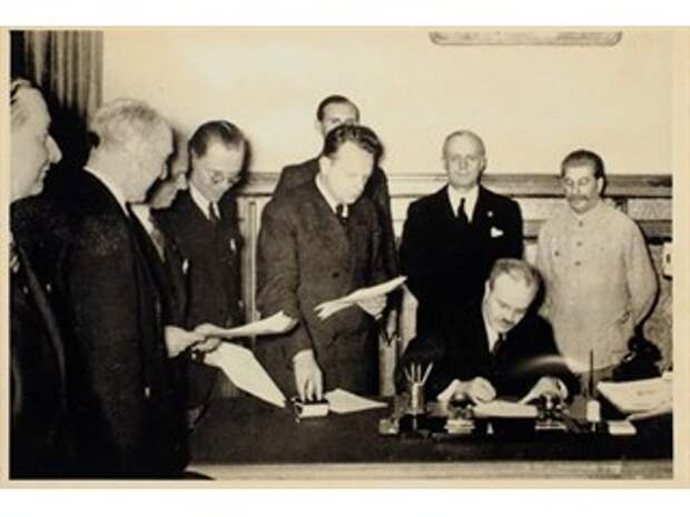 Цитата дня. Зачем был подписан советско-германский Договор о ненападении. Смысл