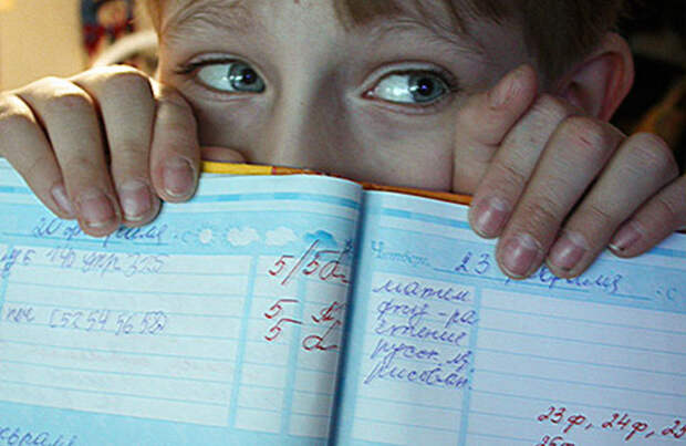 Российские школы могут отказаться от пятибалльной системы оценок. В чем ее плюсы и минусы?