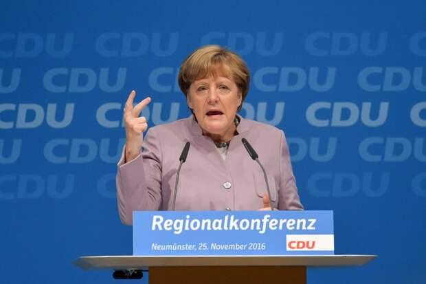 Рар рассказал, как Меркель щелкнула Украину по носу