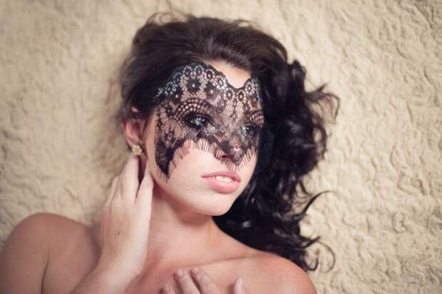 Кружевные маски (3 примера)