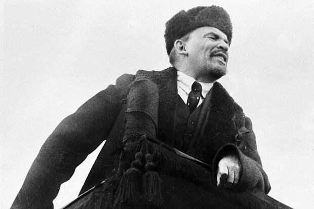Взяв власть практически в одной России, Ленин к концу своего правления собрал в виде СССР почти всю территорию бывшей Российской империи