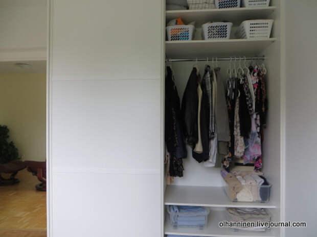 03 мой шкаф 2 одежда лесенкой.JPG