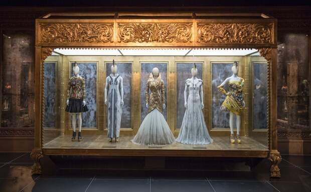 Alexander McQueen: Savage Beauty (трафик)