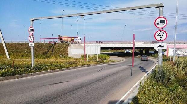 Недолго счастье длилось: на «мосту глупости» вышли из строя новые ограничители ynews, авария, арка глупости, газель, мост глупости, ограничитель скорости