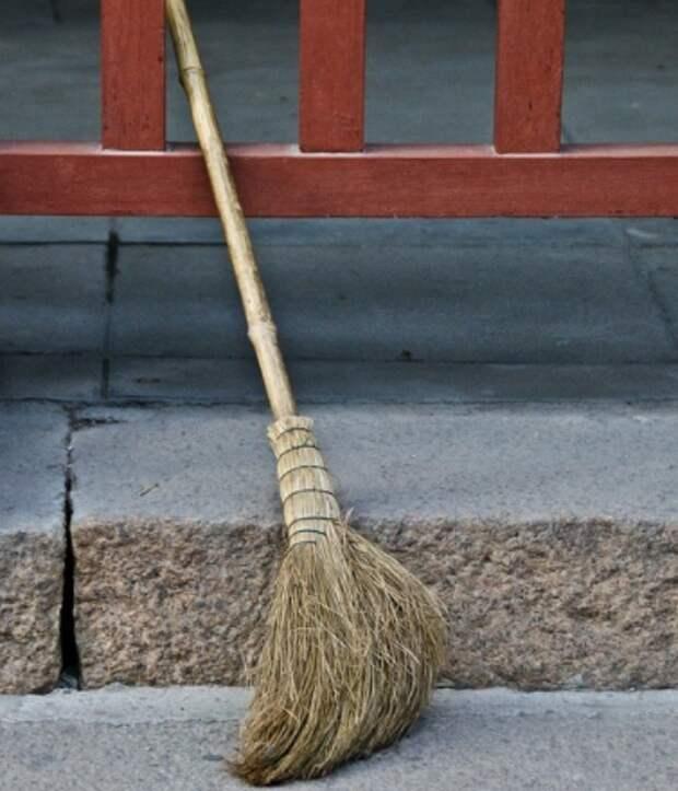 Жильцы дома на Ферганской заставили коммунальщиков навести чистоту в подъезде