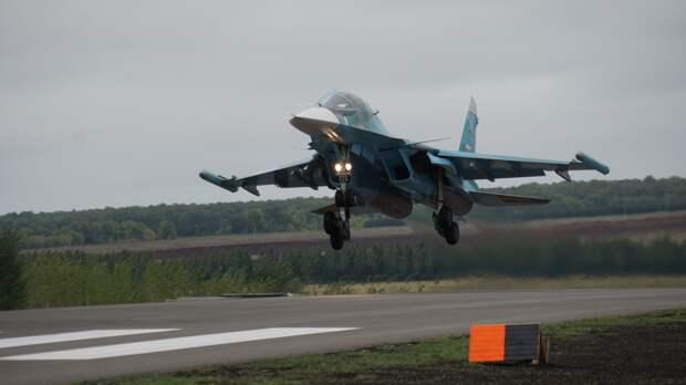 Экипажи Су-34 отработали ракетные стрельбы в Воронежской области