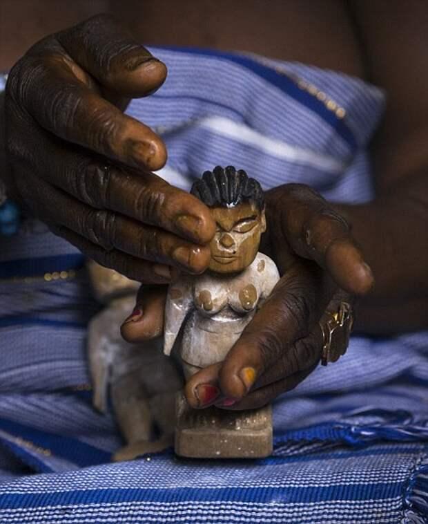 Куклы вуду живут полноценной жизнью