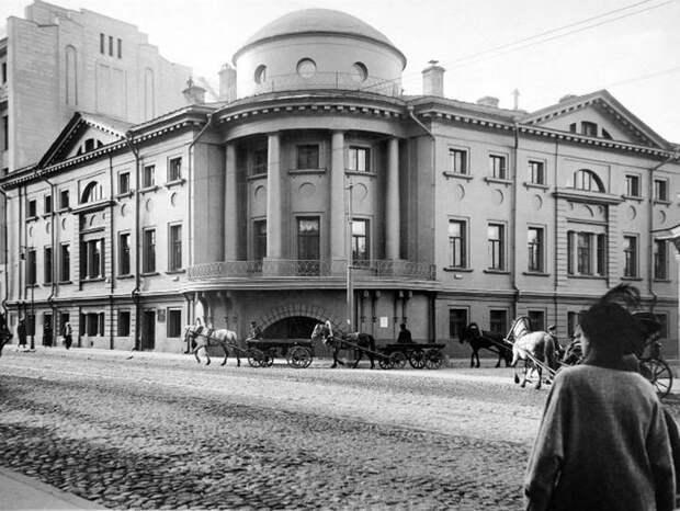 Дом Разумовского — Шереметева  Адрес: ул. Воздвиженка, дом 8 история, москва