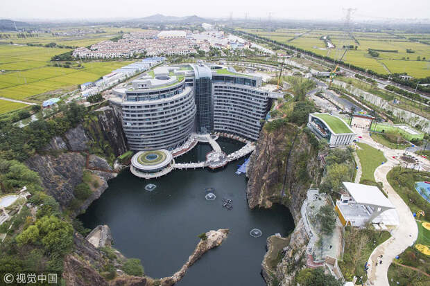 Глубоко внизу: пятизвездочный отель в заброшенном карьере