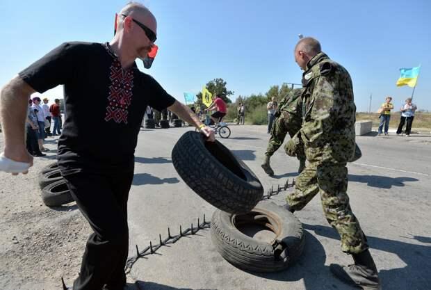 Порошенко: Блокада Крыма приведёт к тому, что крымчане захотят вновь воссоединиться с Украиной
