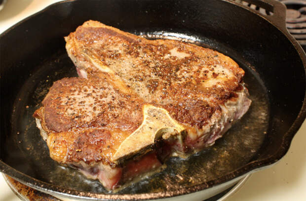 Как правильно переворачивать мясо