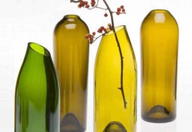 Аккуратно срезав горлышко бутылки из-под вина, можно создать замечательную вазу для цветов.