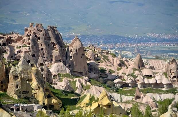 Необычный каменный отель Fairy Chimney Inn в Гёреме (Турция).