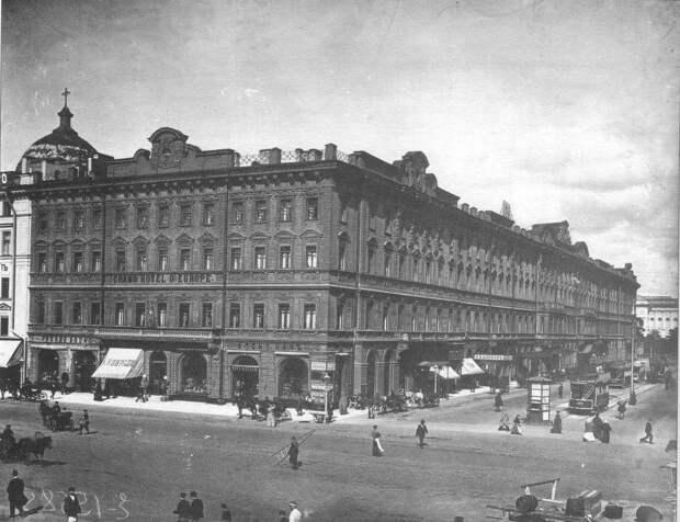 Конечная остановка конки рядом с отелем Европа на Михайловской улице 1900-е годы