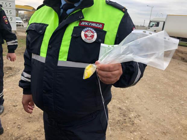 В Сакском районе задержали группу молодых людей, перевозивших в автомобиле крупную партию наркотиков