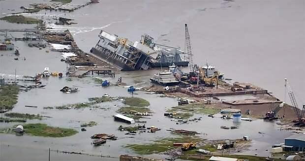 """Ущерб от урагана """"Лаура"""" в США оценили в десяток миллиардов"""