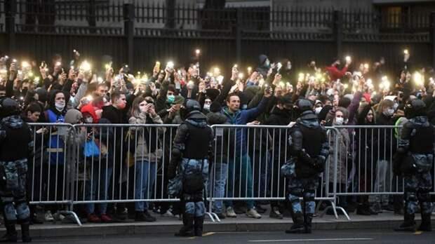 На несанкционированную акцию в Москве вышли около шести тысяч человек