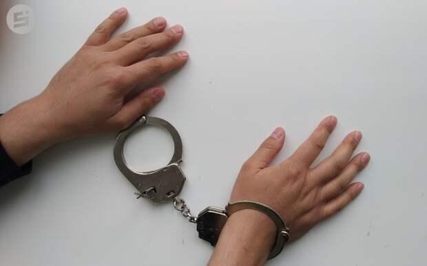 Жителя Ижевска заподозрили в избиении жены и пришедшего на помощь полицейского