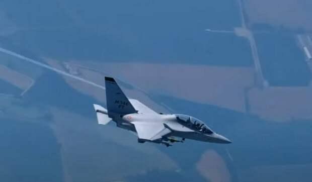 «Поперечное сечение радара меньше в пятьдесят раз»: итальянский аналог Як-130 снарядили новым комплексом